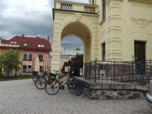 Na kole za hrady a tvrzemi